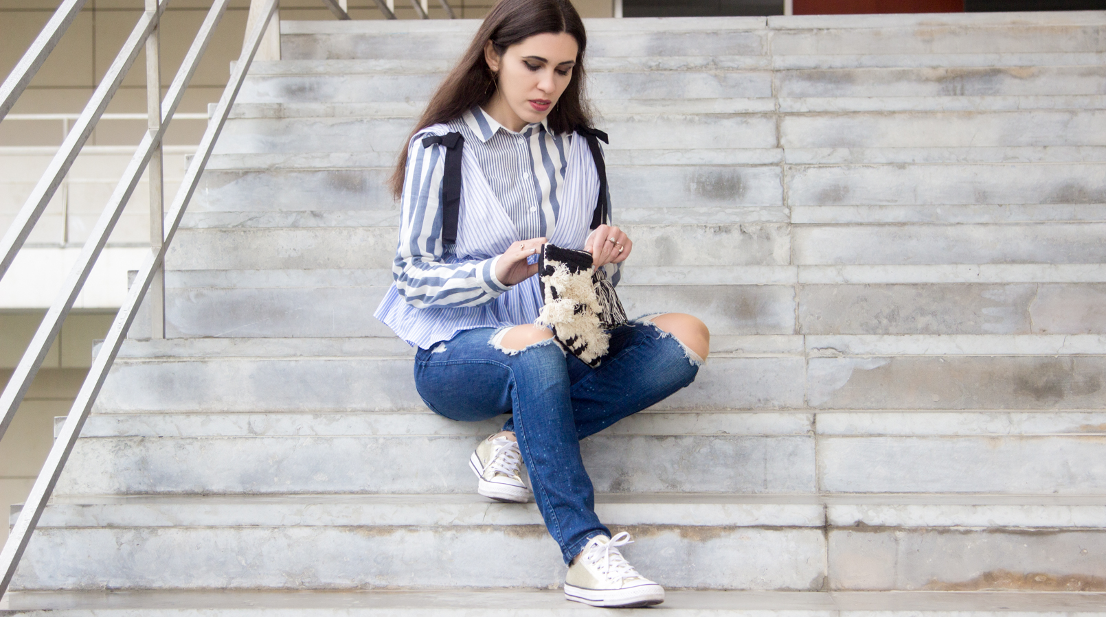 Le Fashionaire Delete those who don't risk anything for you zara black bow white blue stripes top gold converse all stars black white craft sfera clutch gold long hm earrings 7707F EN