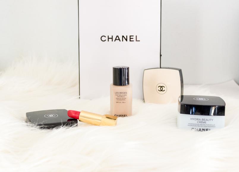 Le Fashionaire Os meus 5 produtos favoritos da Chanel batom vermelho chanel rouge coco gabrielle base les beiges po les beiges creme hydra beauty azul kit sobrancelhas tres cores 4911 PT 805x578