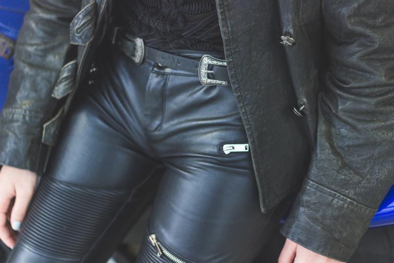 Le Fashionaire Life is an adventure black leather military jacket silver buckle black stradivarius belt black leather zipper skinny zara trousers transparent black hm tee 8080 EN 805x537