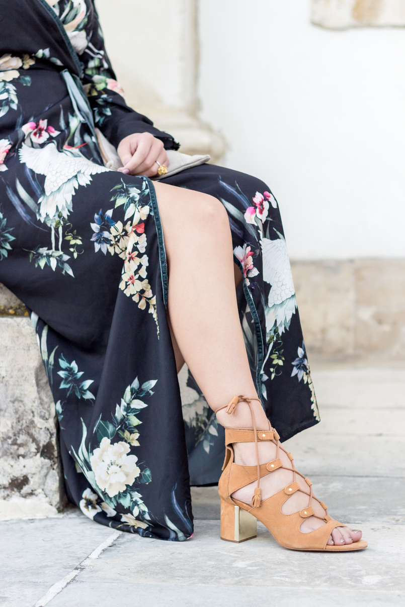 Le Fashionaire Do dreams really come true? blogger catarine martins fashion inspiration long wrap dress kimono birds flowers green black stradivarius camel heels sandals suede stradivarius 9311 EN 805x1208