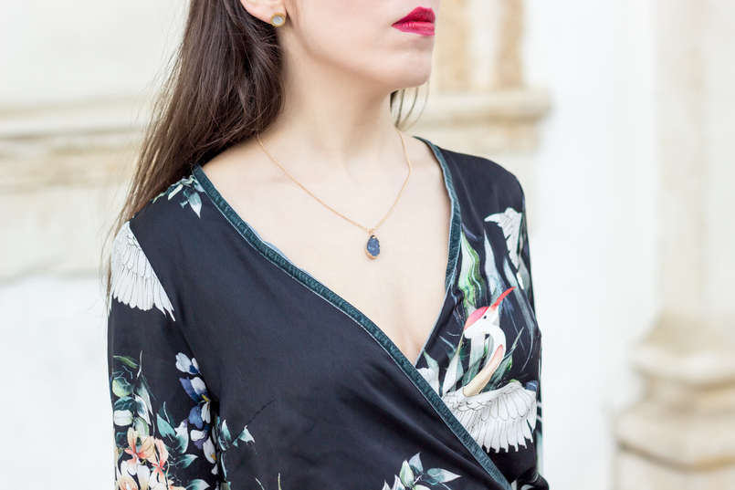 Le Fashionaire Do dreams really come true? blogger catarine martins fashion inspiration long wrap dress kimono birds flowers green black stradivarius grey stone gold lefties necklace 9353 EN 805x537