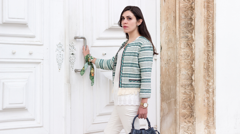 Le Fashionaire Boho influences blogger catarine martins white green boho bershka jacket cotton oversized tee white sfera white zara trousers scarf me green pink flowers pattern 0181F EN 805x450