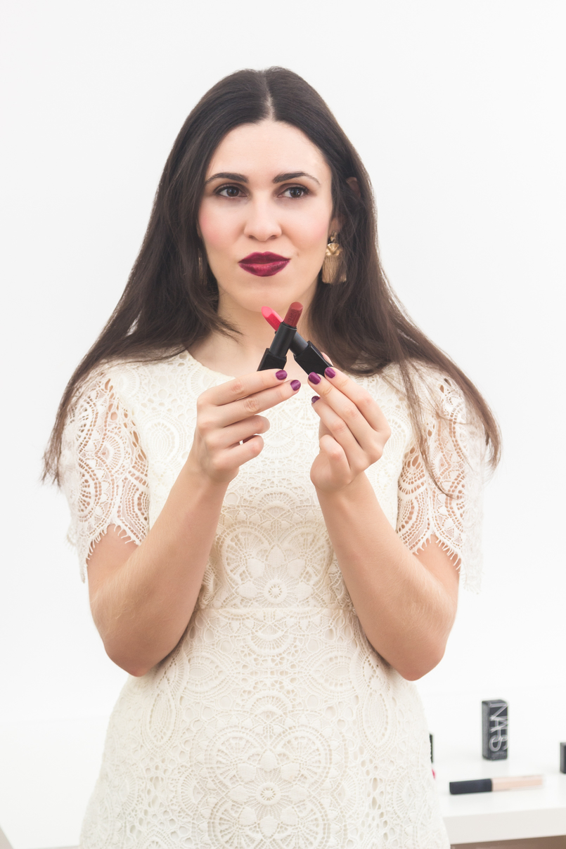 Le Fashionaire A Narcissist Affair (enter the giveaway to win a Nars lipstick) blogger catarine martins white zara lace dress nars audacious lipstick red olivia orange black natalie 3969 EN 805x1208