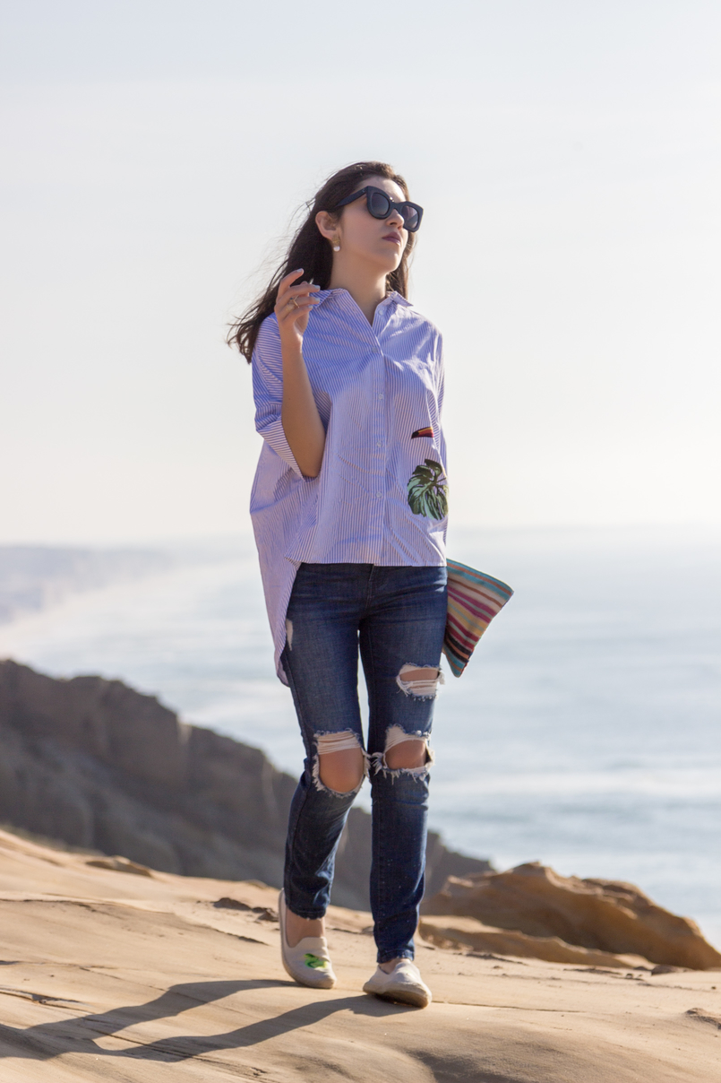Le Fashionaire Judge less denim ripped zara jeans jute soludos coconut lime espadrilles marta celine black bold sunglasses colorful birds clutch beach sea blue sky 2467 EN 805x1208