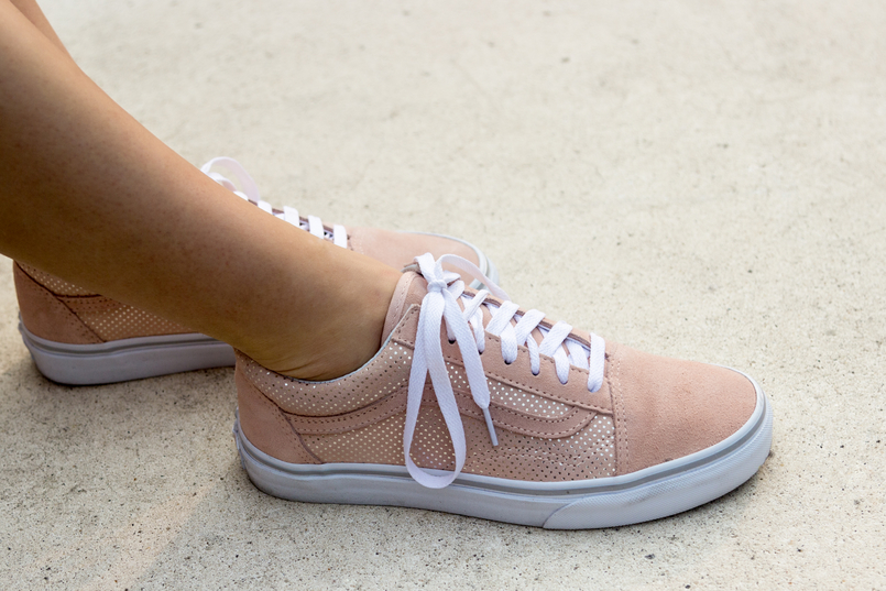 Le Fashionaire What to buy on sales? fashion inspiration vans pale pink gold dots suede sneakers 3587 EN 805x537