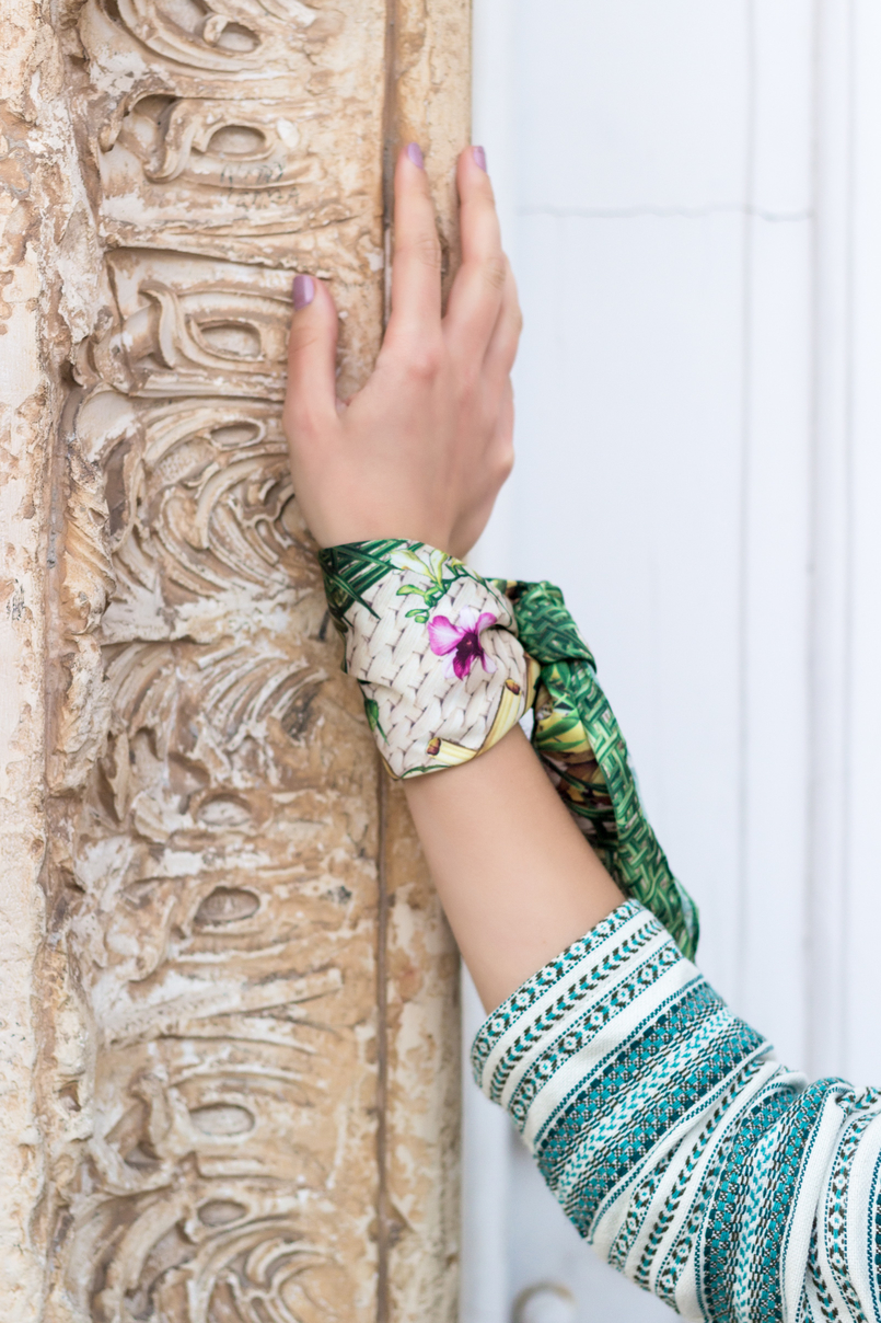Le Fashionaire Boho influences fashion inspiration white green boho bershka jacket scarf me green pink flowers pattern 0198 EN 805x1208