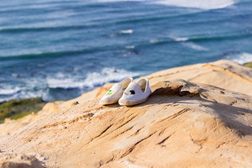 Le Fashionaire Vamos julgar menos moda inspiracao espadrilhas coco juta soludos lima praia mar ceu azul 2637 PT 805x537