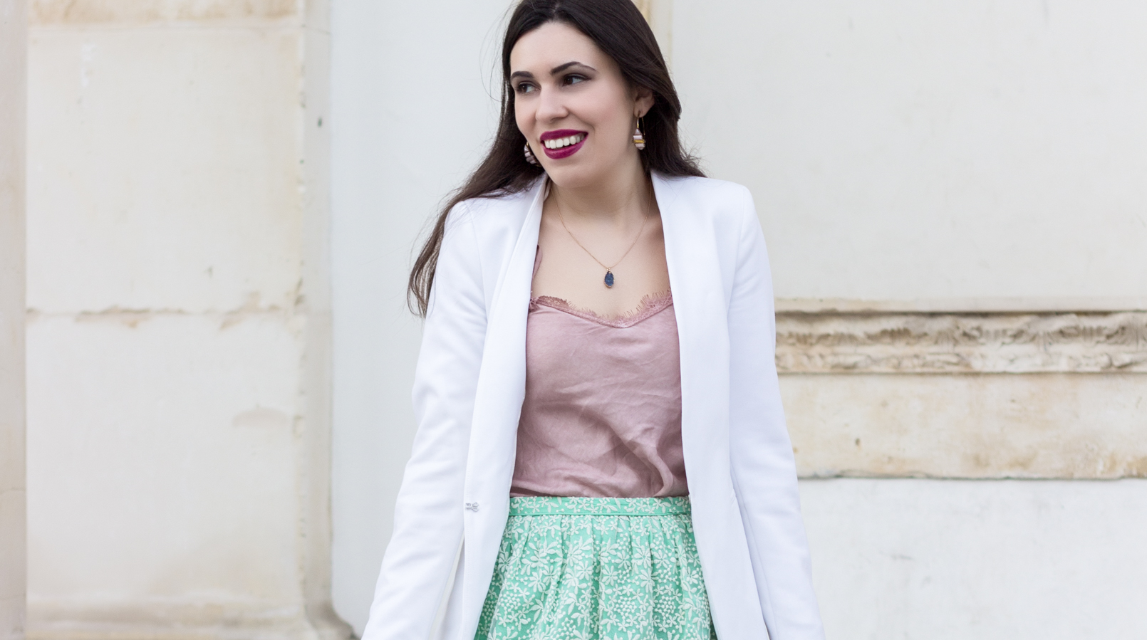 Le Fashionaire People pass through our lives for a reason pink lace top hoops earrings amethyst purple parfois earrings gold necklace grey stone lefties white zara blazer 9391F EN