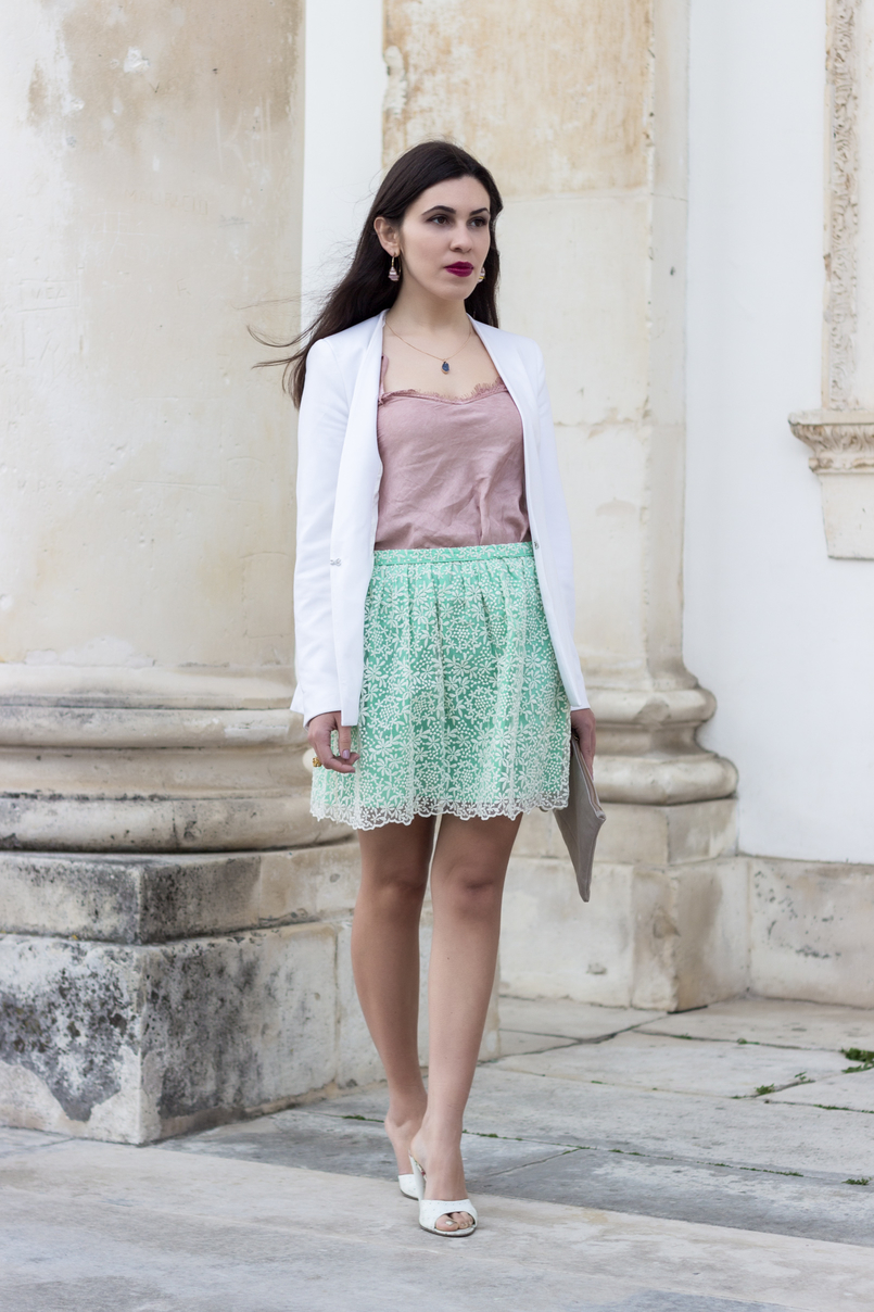 Le Fashionaire People pass through our lives for a reason pink lace top sandals heels mules dolce gabbana white gold necklace grey stone lefties white zara blazer 9379 EN 805x1208
