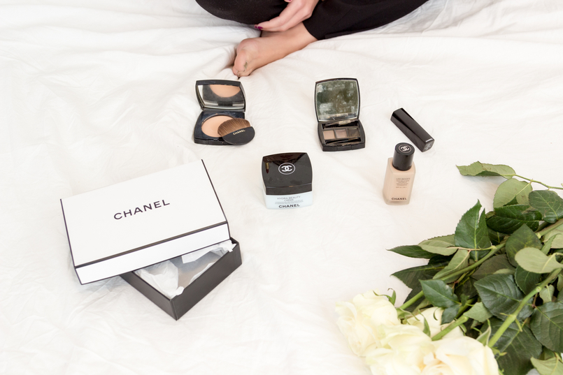 Le Fashionaire My top 5 Chanel products red lipstick rouge coco gabrielle foundation les beiges glow powder hydration cream hydra beauty blue brow kit three shades white roses 1886 EN 805x537