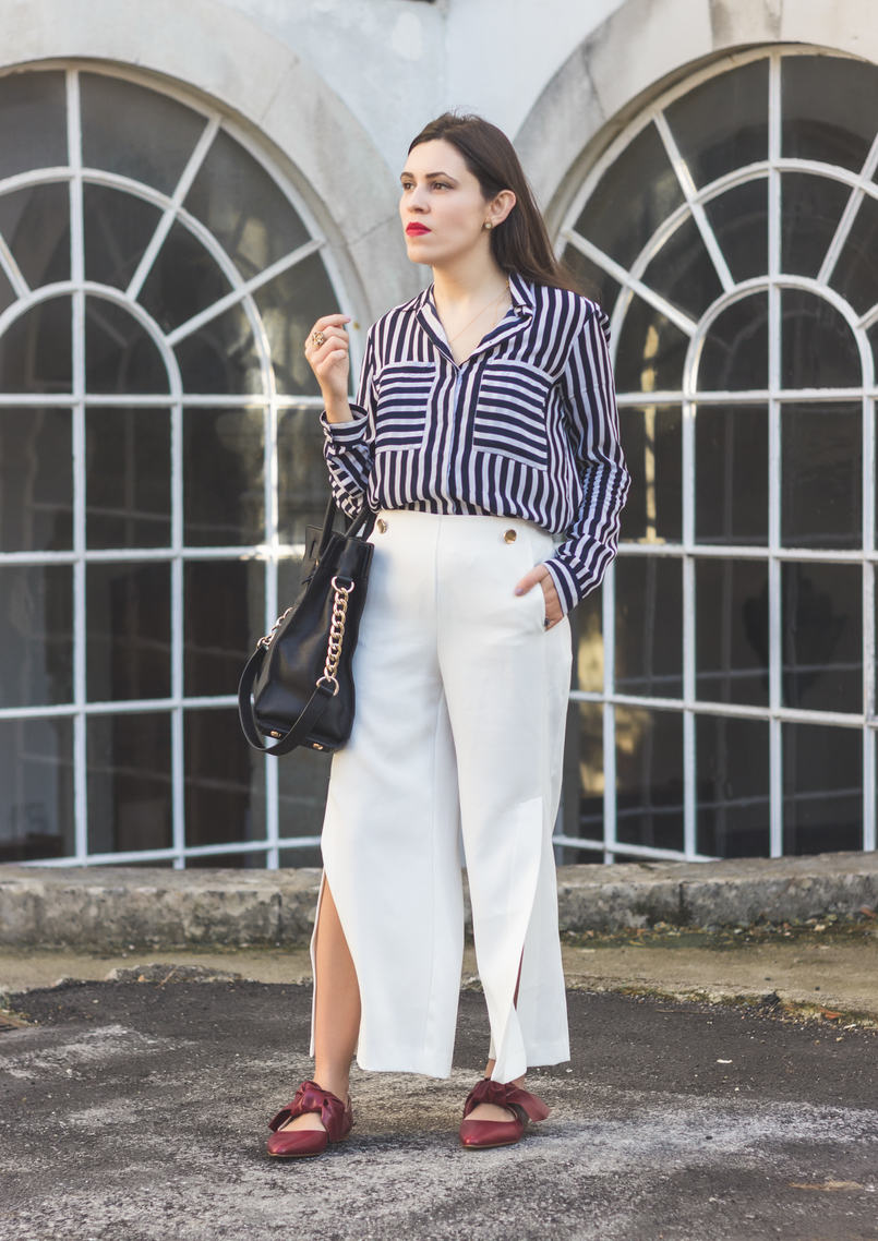 Le Fashionaire My 5 golden rules for buying on sales stripes white dark blue blanco shirt white oversized flares splits trousers gold buttons zara pointy red bow leather zara shoes red lipstick 9101 EN 805x1138
