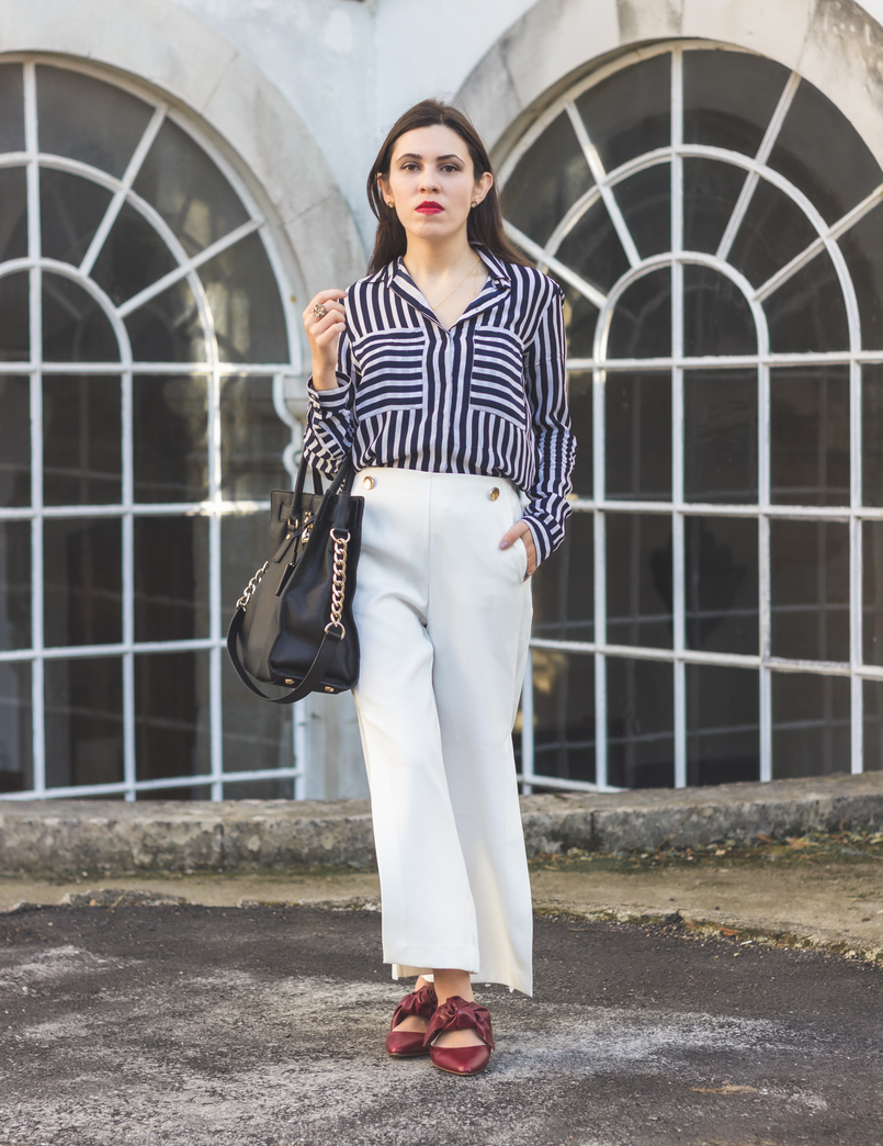 Le Fashionaire My 5 golden rules for buying on sales stripes white dark blue blanco shirt white oversized flares splits trousers gold buttons zara pointy red bow leather zara shoes red lipstick 9106 EN 805x1044