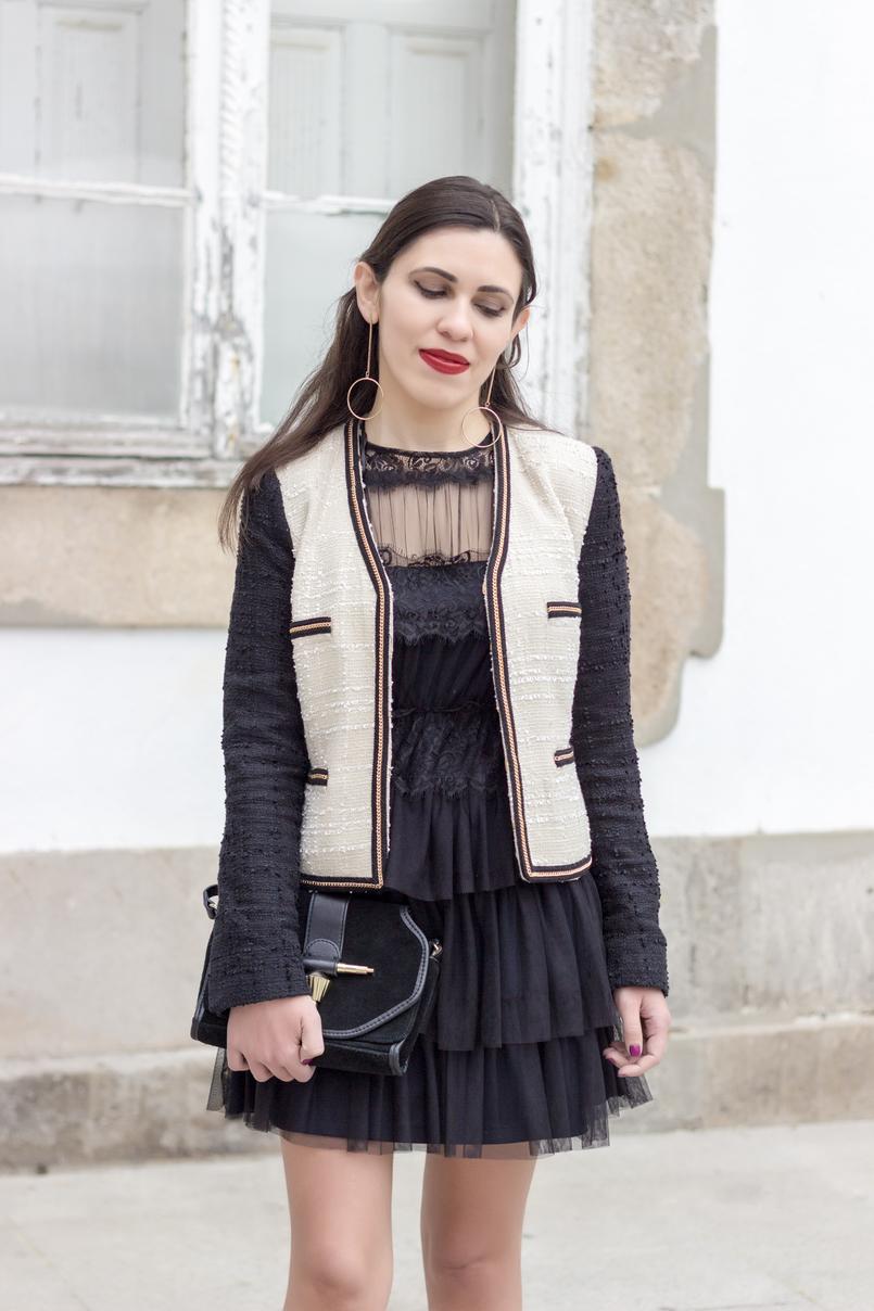 Le Fashionaire Como defines o teu estilo? vestido preto organza folhos renda preto zara casaco tweed branco preto corrente mango brincos compridos argola dourada hm 0210 PT 805x1208