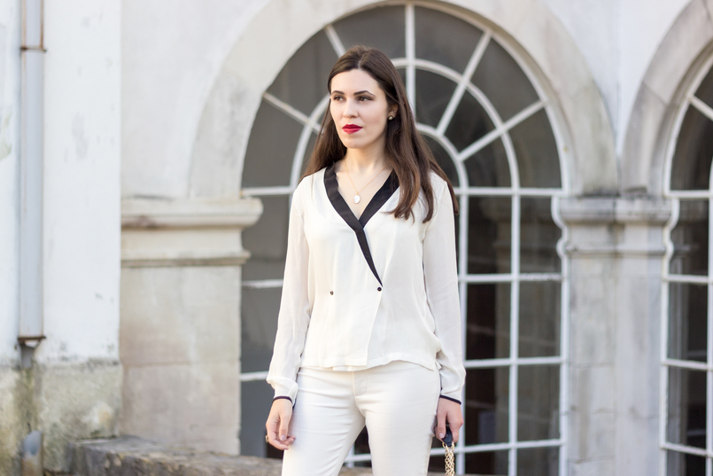 Le Fashionaire How to wear total white white black details buttons zara shirt white zara trousers cinco silver gold necklace mother pearl 9043 EN 805x537