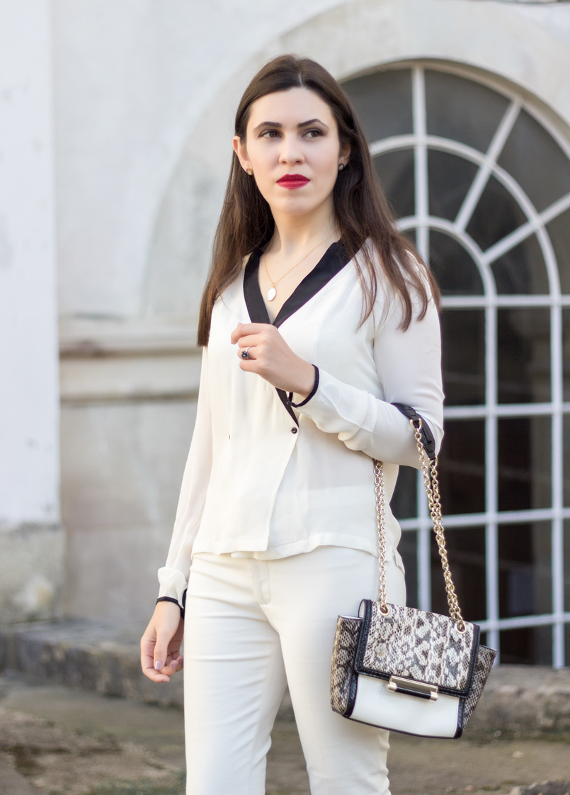 Le Fashionaire How to wear total white white black details buttons zara shirt white zara trousers diane von furstenberg white leather bag snake print grey black 9016 EN 805x1122