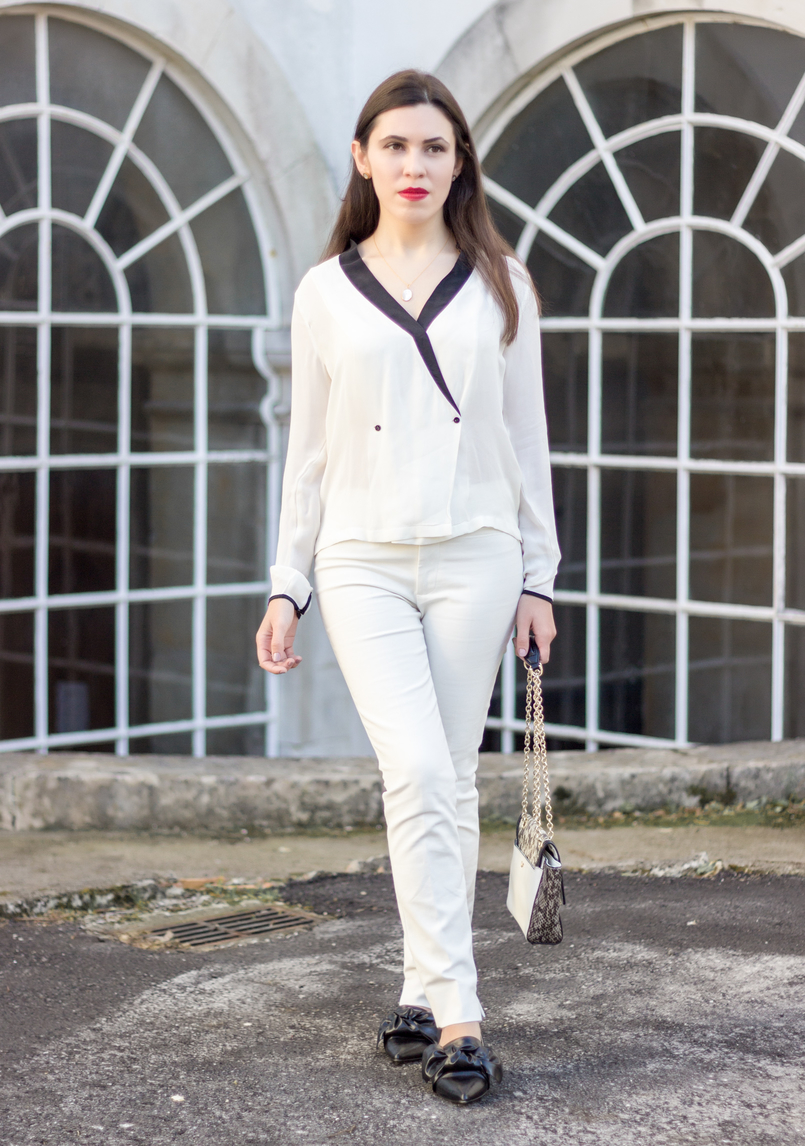 Le Fashionaire How to wear total white white black details buttons zara shirt white zara trousers pointy black bow zara flats cinco silver gold necklace mother pearl 9028 EN 805x1146