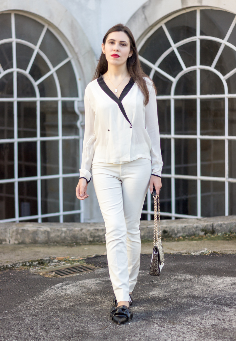 Le Fashionaire How to wear total white white black details buttons zara shirt white zara trousers pointy black bow zara flats cinco silver gold necklace mother pearl 9029 EN 805x1161