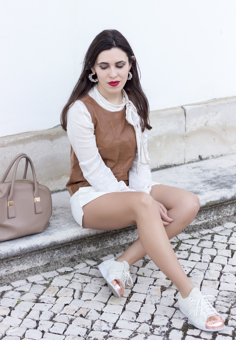 Le Fashionaire Love is my favourite place white brown details shirt leather brown stradivarius top white zara skort white adidas gold pointed metal sneakers 9227 EN 805x1157