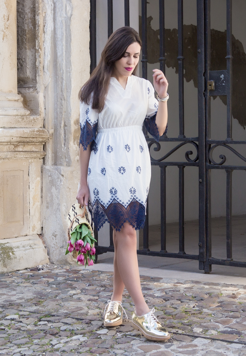 Le Fashionaire How did we get so selfish? white dark blue cotton lace embroidered shein dress gold mango oxford shoes straw basket bag black details brown blucke toino abel leather 8840 EN 805x1165