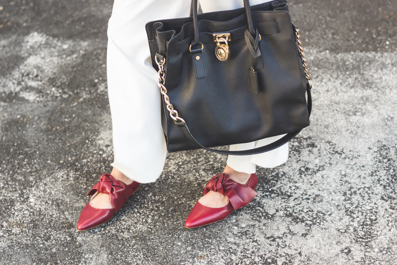 Le Fashionaire My 5 golden rules for buying on sales white oversized flares splits trousers gold buttons zara pointy red bow leather zara shoes hamilton black bag gold details michael kors red lipstick 9130 EN 805x537