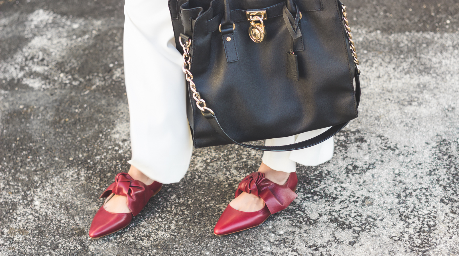 Le Fashionaire My 5 golden rules for buying on sales white oversized flares splits trousers gold buttons zara pointy red bow leather zara shoes hamilton black bag gold details michael kors red lipstick 9130F EN