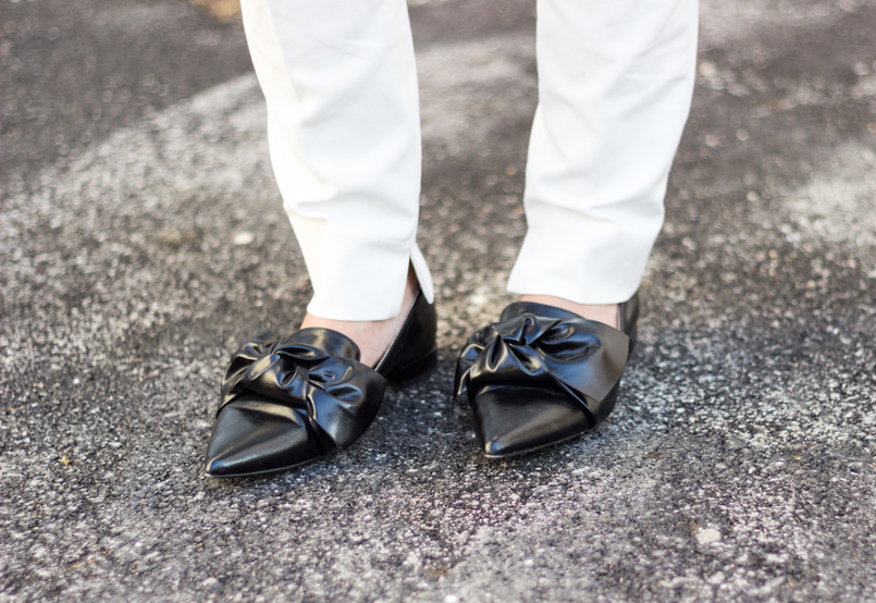 Le Fashionaire How to wear total white white zara trousers pointy black bow zara flats 9069 EN 805x554
