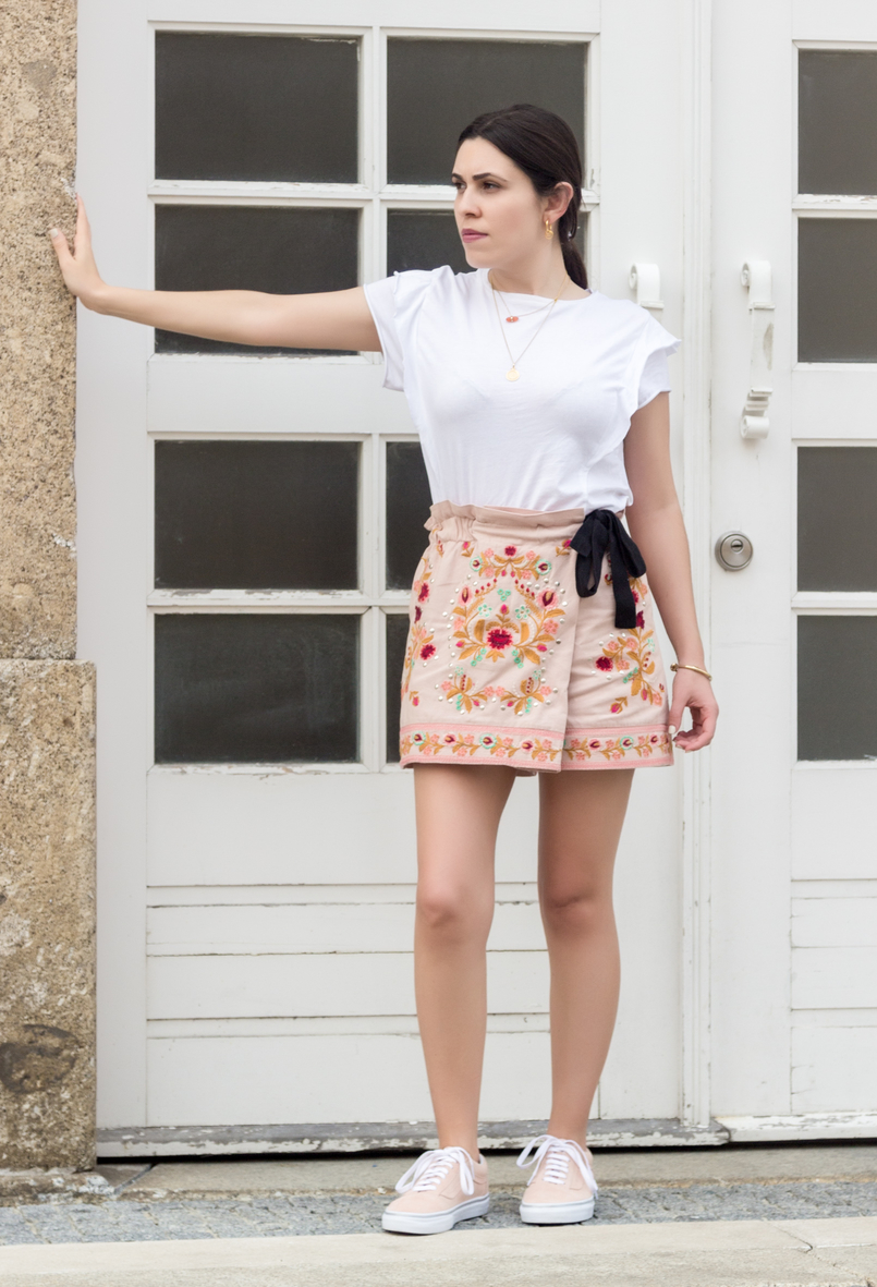 Le Fashionaire What to buy on sales? zara pink embroidered flowers black bow shorts hoops pia silver gold cinco earrings vans pale pink gold dots suede sneakers gold knot kate spade bracelet 3553 EN 805x1181