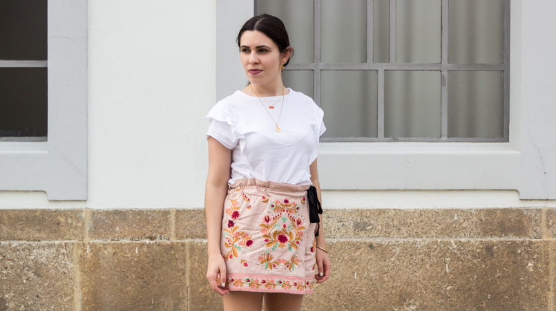 Le Fashionaire What to buy on sales? zara pink embroidered flowers black bow shorts white tee ruffles zara hoops pia silver gold cinco earrings semi precious stone hm necklace 3536F EN 805x450