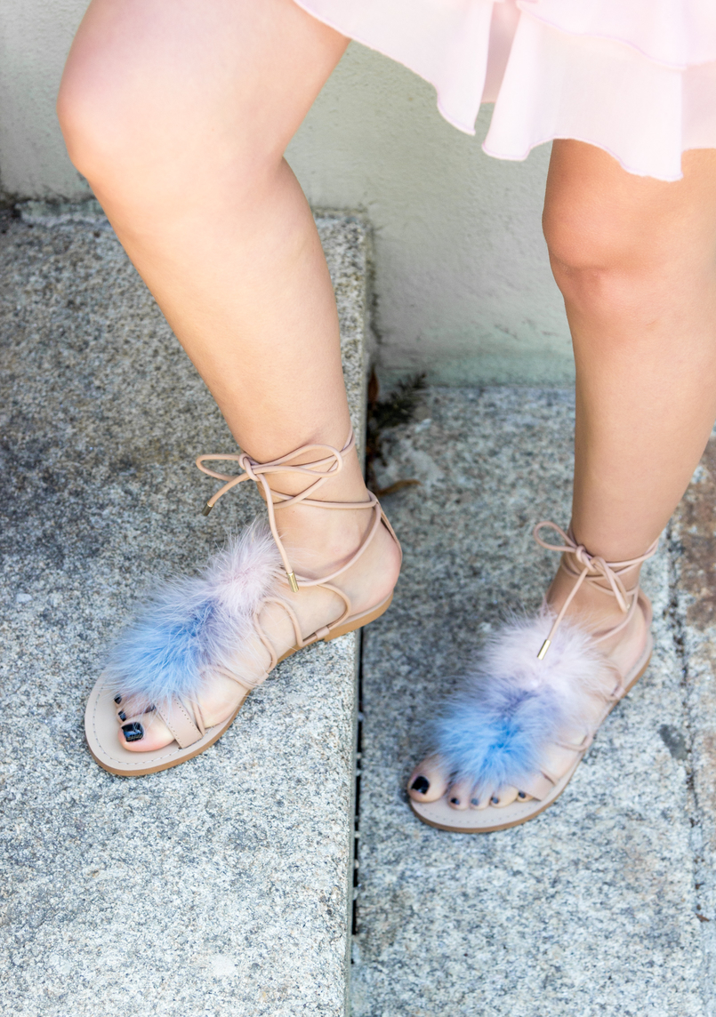 Le Fashionaire Going to a wedding wearing no heels: yay or nay? blogger catarine martins old pink ruffles lace asos dress pale.blue pink feathers nude leather zara flats sandals 4118 EN 805x1144