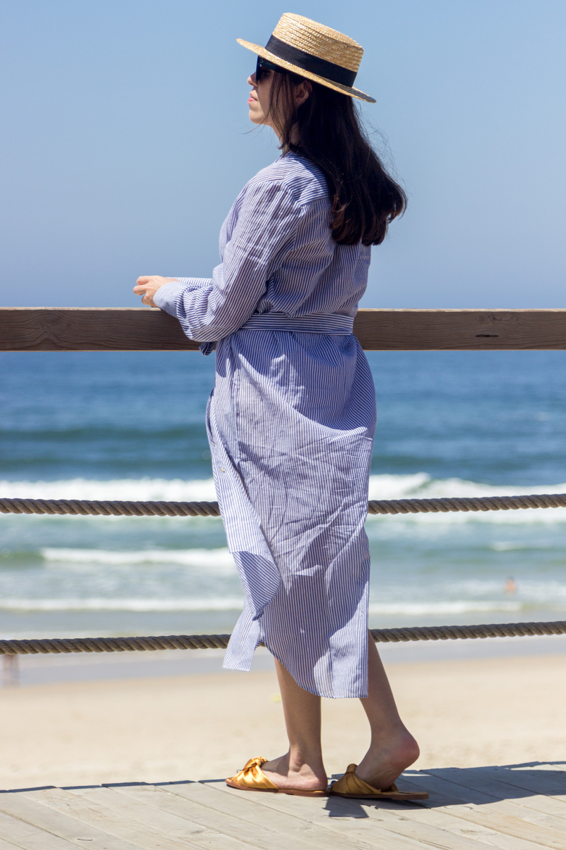 Le Fashionaire Even happy people get sad blogger catarine martins straw black ribbon stradivarius hat long oversized striped beach oysho shirt beach sea sun summer 5420 EN 805x1208