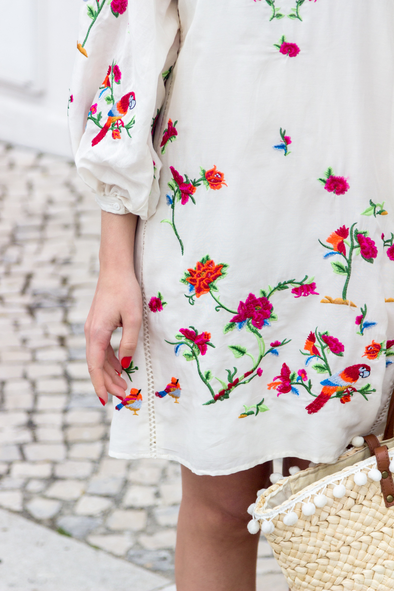 Le Fashionaire Why do we shop at Zara so much? blogger catarine martins white silk embroidered tropical birds pink zara dress blooms straw nude brown fake leather primark 4382 EN 805x1208
