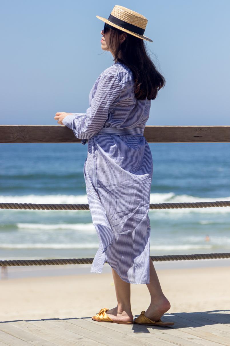Le Fashionaire As pessoas felizes também ficam tristes blogueira catarine martins chapeu palha fita preta stradivarius camiseiro comprido riscas azul branco oysho praia mar sol verao 5420 PT 805x1208