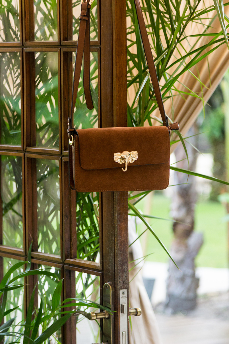 Le Fashionaire Have you ever been to Bali? brown gold elephant leather parfois bag 4254 EN 805x1208
