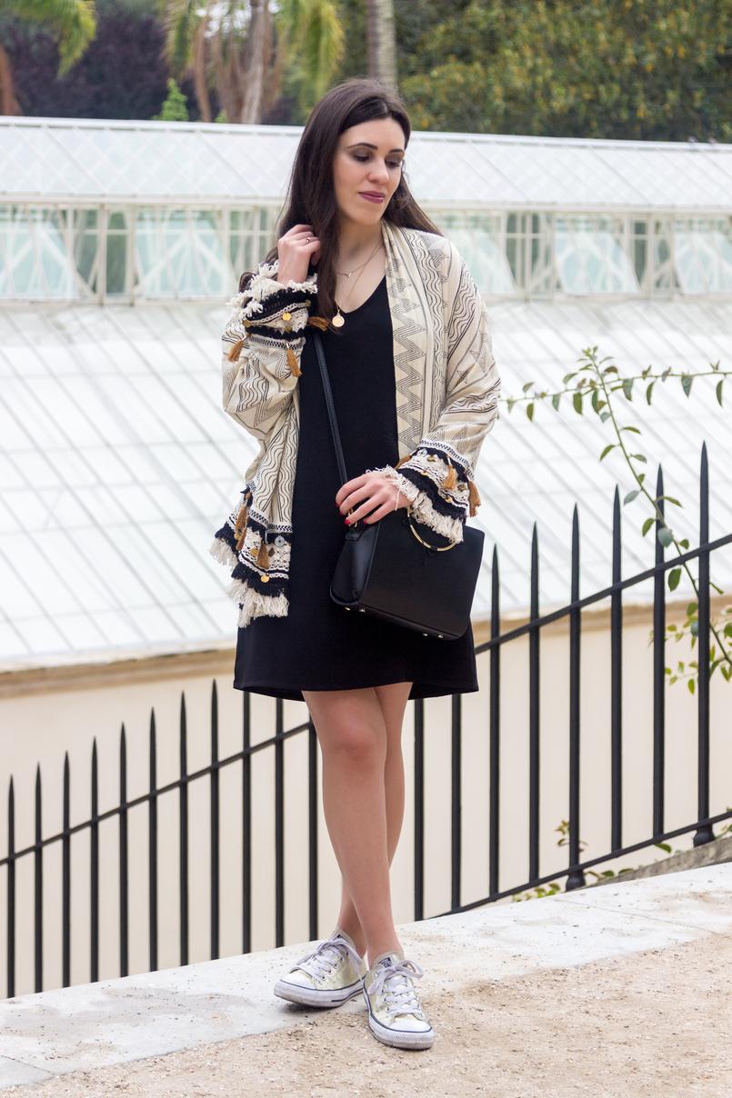 Le Fashionaire 3 razões para fazer um detox digital casaco kimono boho estampado moedas zara bege azul escuro vestido preto basico zara sapatilhas all stars converse dourado mala preta argola dourada zara 4763 PT 805x1208