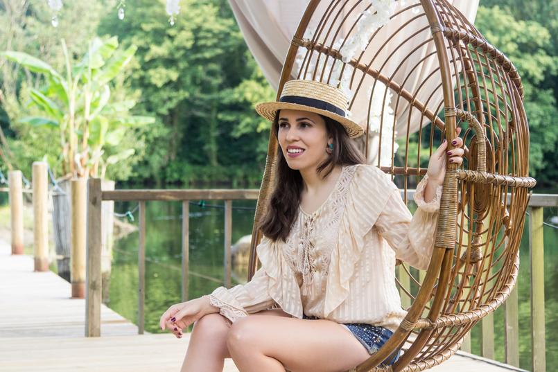 Le Fashionaire Quem já foi a Bali? chapeu palha antigo camisa seda bege cordoes folhos atilhos uterque calcoes ganga brilhantes bershka 4180 PT 805x537