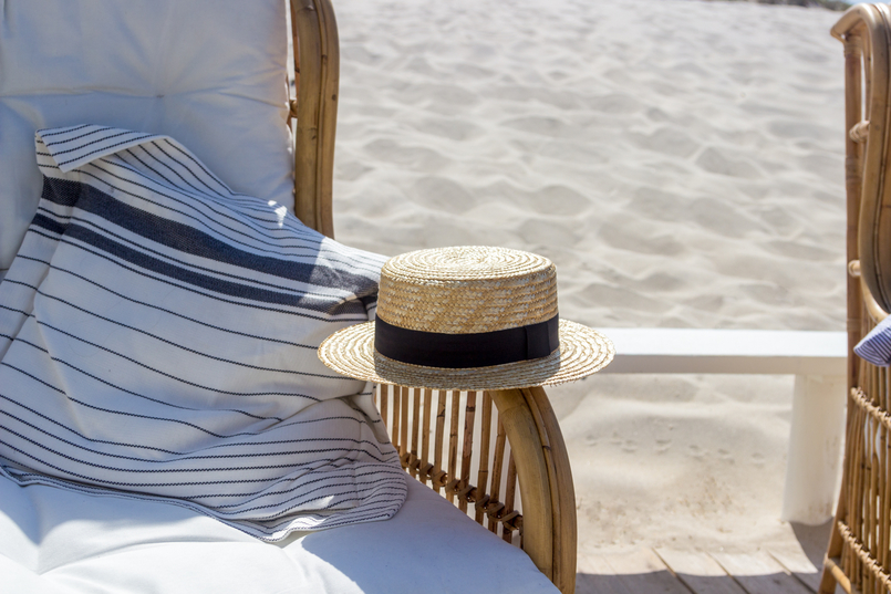Le Fashionaire O Beach Club imperdível deste verão chapeu palha bege fita preta stradivarius praia 5158 PT 805x537