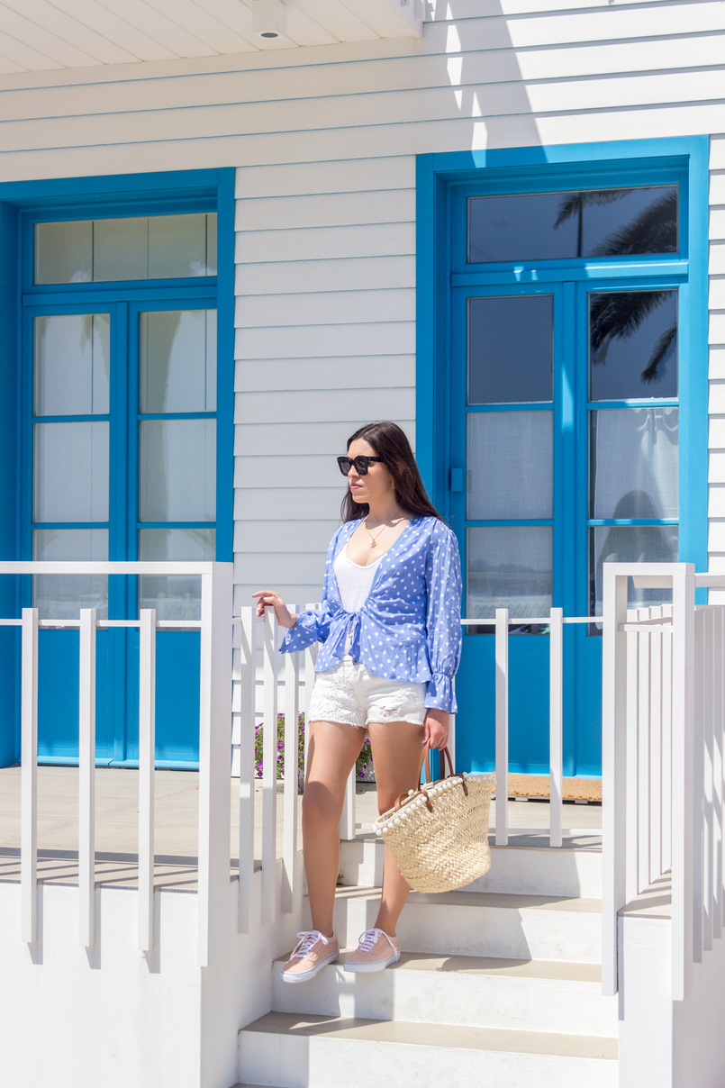 Le Fashionaire Is it easier to be a blogger? dots blue mango white shirt crochet white denim stradivarius shorts black celine marta sunglasses straw primark nude bag 5260 EN 805x1208