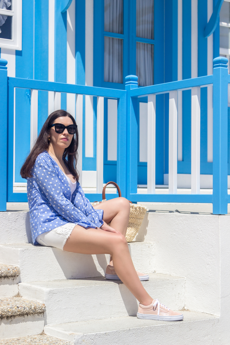 Le Fashionaire Is it easier to be a blogger? dots blue mango white shirt crochet white denim stradivarius shorts pale pink gold dots suede vans black celine marta sunglasses 5348 EN 805x1208