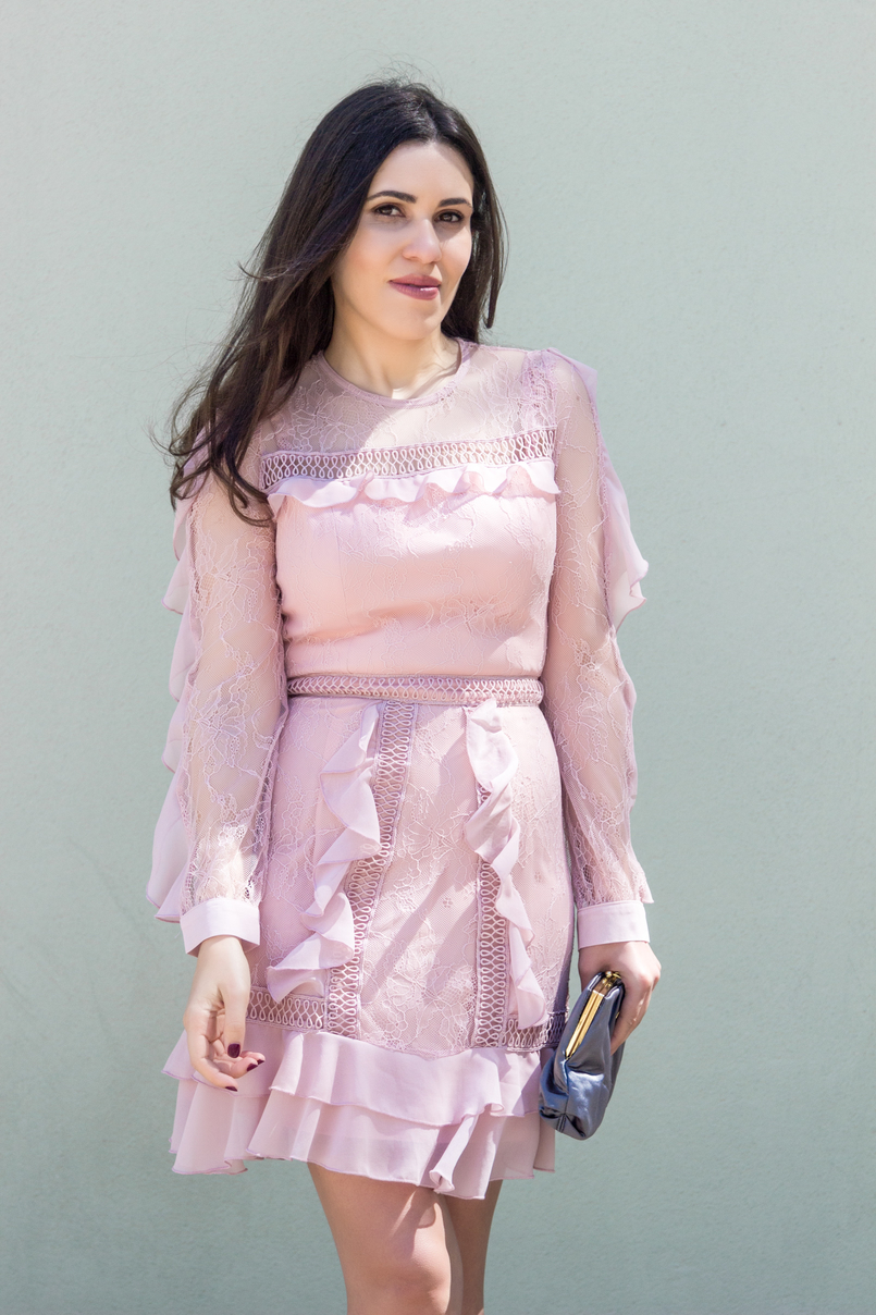 Le Fashionaire Going to a wedding wearing no heels: yay or nay? fashion inspiration old pink ruffles lace asos dress grey clutch satin parfois 4114 EN 805x1208