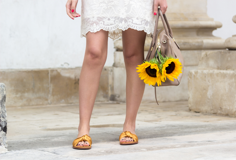 Le Fashionaire I wear my mum's clothes, and so what? fashion inspiration summer embroidered white dress yellow sunflowers blush furla twiggy bag yellow satin zara slides 4807 EN 805x546