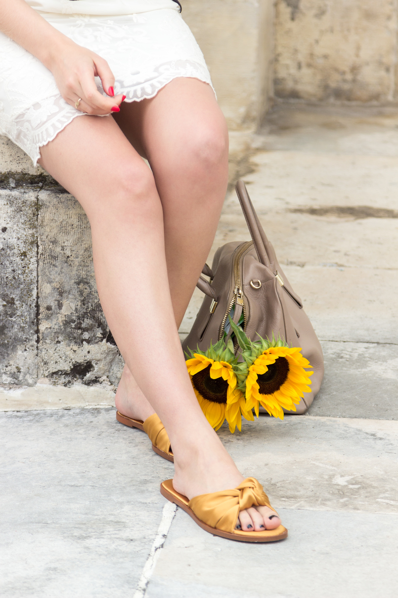 Le Fashionaire I wear my mum's clothes, and so what? fashion inspiration summer embroidered white dress yellow sunflowers blush furla twiggy bag yellow satin zara slides 4834 EN 805x1208