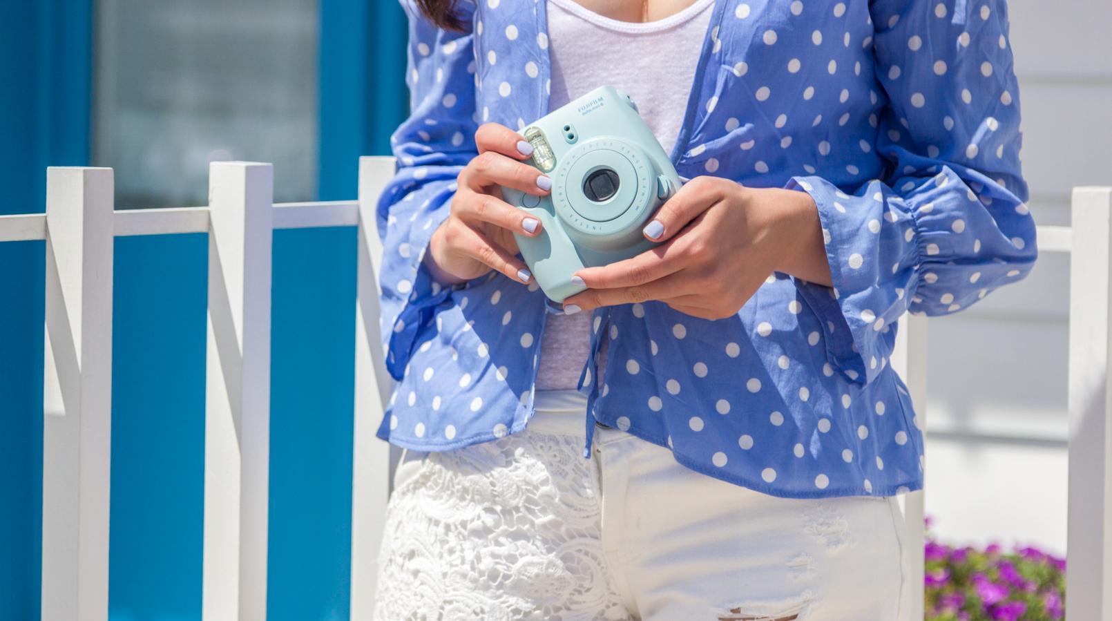 Le Fashionaire É fácil ser blogger? fujifilm instax camisa azul clara bolinhas brancas mango tank top branco algodao zara calcoes bordados brancos stradivarius 5268F PT