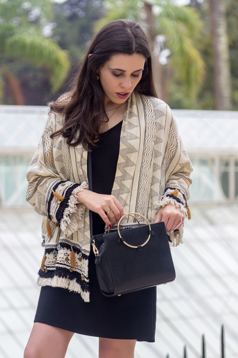 Le Fashionaire 3 reasons why you need a digital detox kimono jacket nude dark blue tassels pattern zara coins black basic zara dress black bag gold hoop hoops gold cinco earrings 4782 EN 805x1208