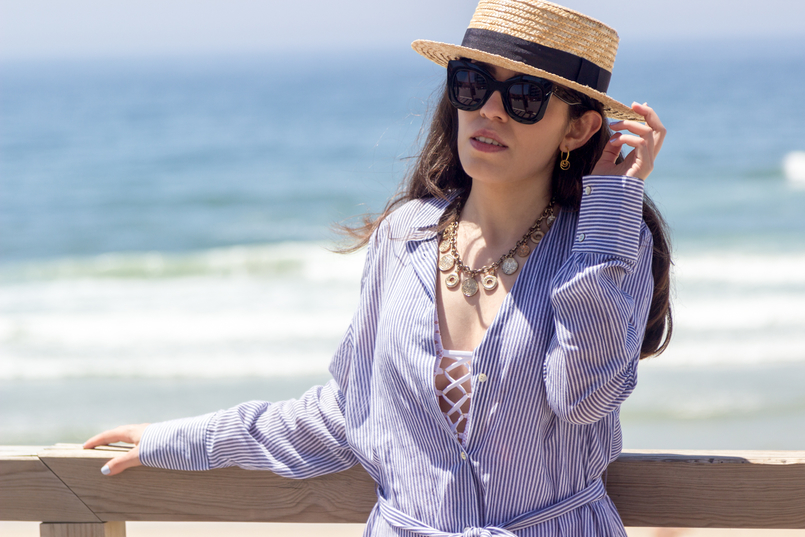 Le Fashionaire Even happy people get sad long oversized striped beach oysho shirt oysho white crochet swimsuit coins gold zara necklace Cinco hoop earrings 5459 EN 805x537