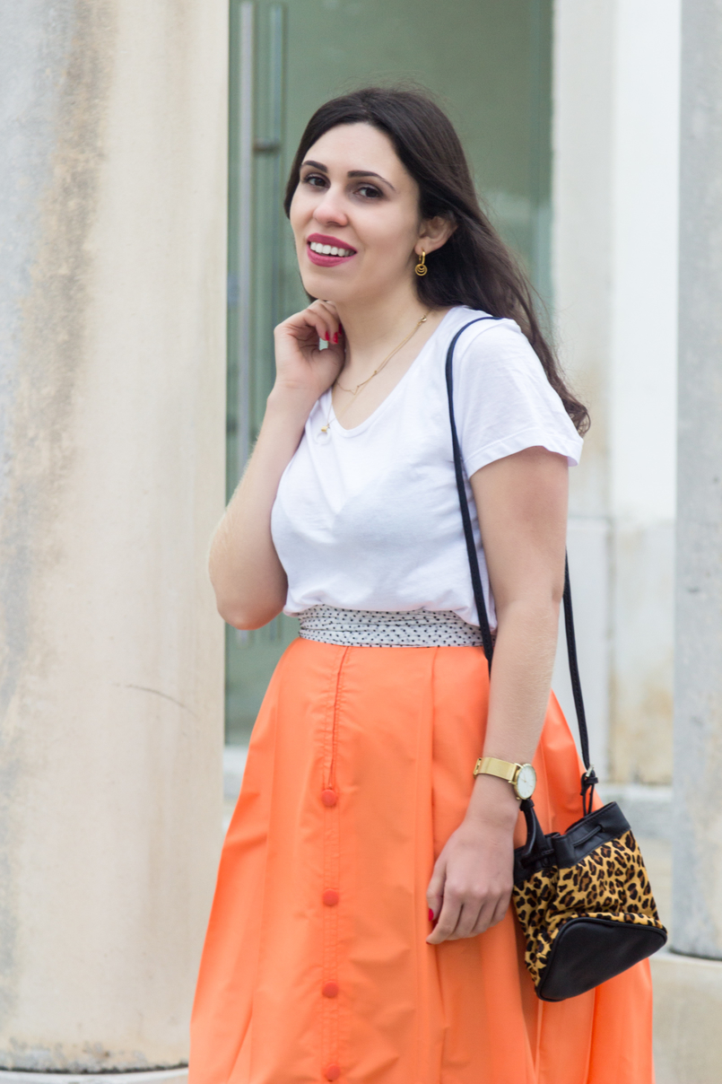 Le Fashionaire Where to shop for vintage clothes? orange midi front buttons vintage skirt white scarf black hoops earrings cinco gold leopard leather zara bucket bag gold rosefield watch 4691 EN 805x1208