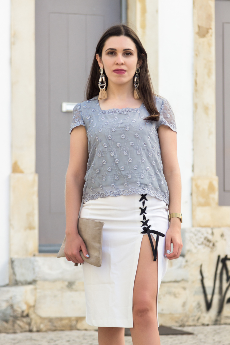 Le Fashionaire How to wear sneakers with pencil skirts organza grey embroidered blouse vintage white pencil ribbons split black pencil zara skirt bold statement pale pink pvc earrings hm 5732 EN 805x1208