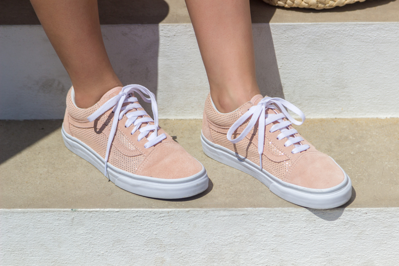 Le Fashionaire Is it easier to be a blogger? pale pink gold dots suede vans 5282 EN 805x537