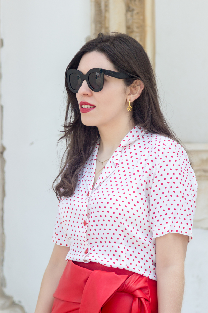 Le Fashionaire How to wear the polka dots trend in an unique way red leather uterque bow skirt white red polka dots vintage shirt black marta celine sunglasses cinco gold hoop earrings 4919 EN 805x1208