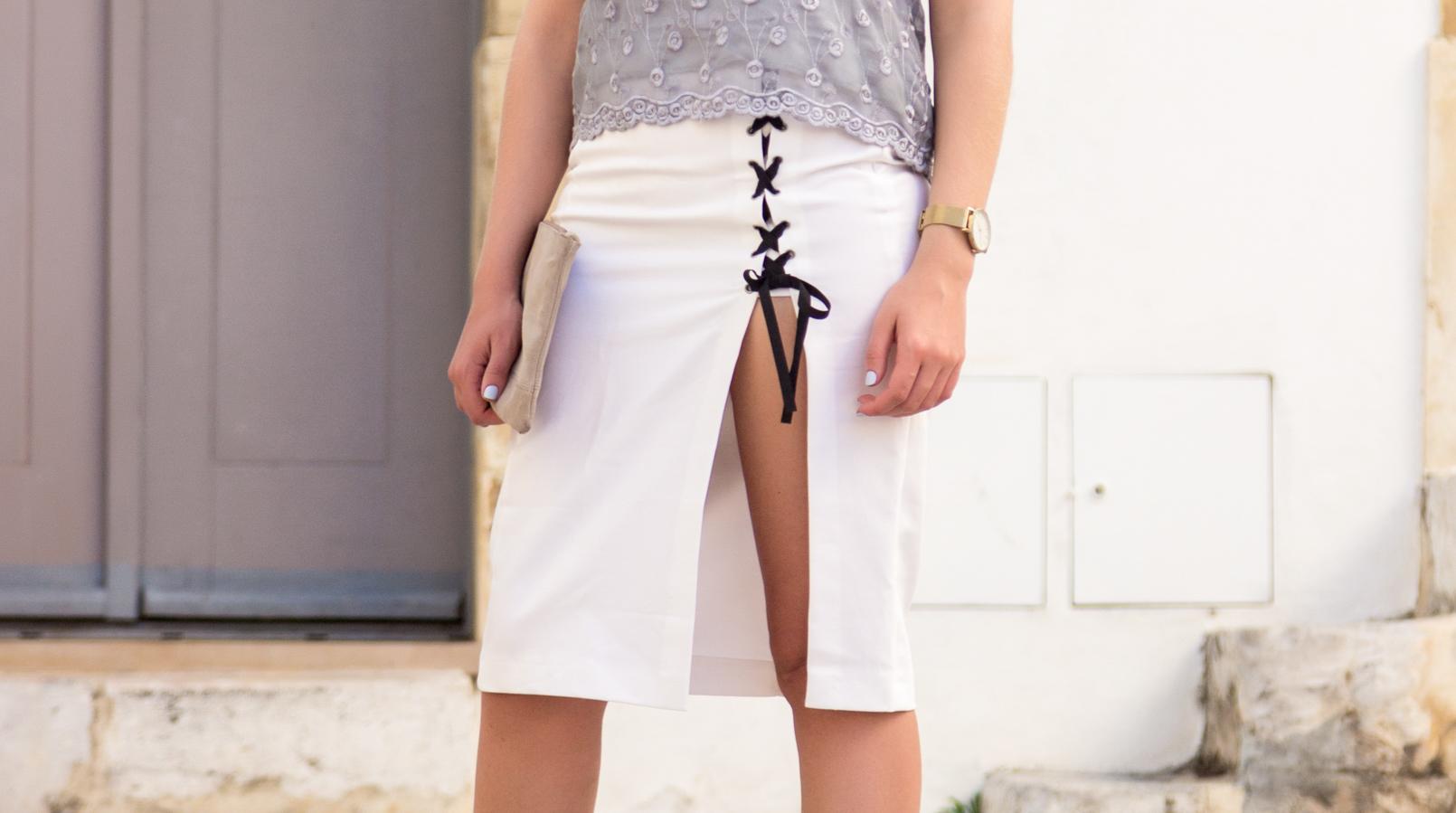 Le Fashionaire Como usar a saia pencil com ténis saia pencil branca racha atilhos fita preta zara clutch pele bege sfera 5733F PT
