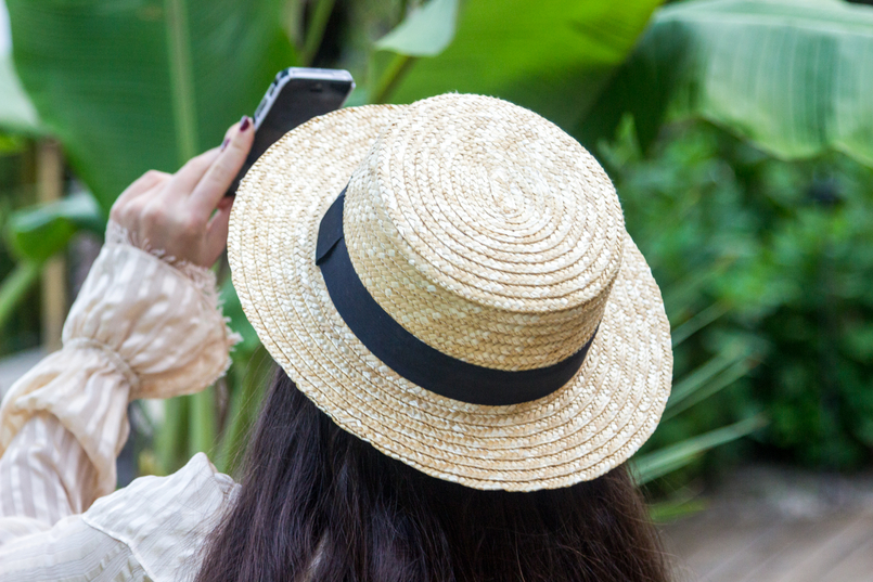 Le Fashionaire Have you ever been to Bali? straw summer hat silk nude ribbons ruffles uterque shirt 4280 EN 805x537